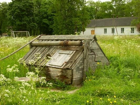 Aaspere mõisa kaev :kanne05.03.09.  Autor Anne Kaldam  Kuupäev  28.06.2005