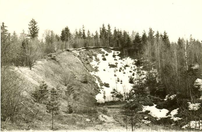 Mäeotsa linnamägi põhjast, aastal 1978. Foto: H. Joonuks, 1978.