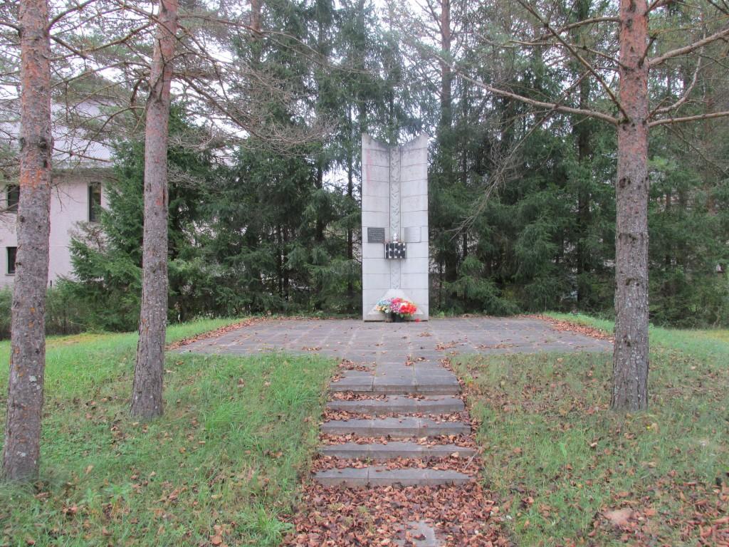 II maailmasõjas hukkunute ühishaud. Foto: Kalle Merilai 23.09.2016.a.
