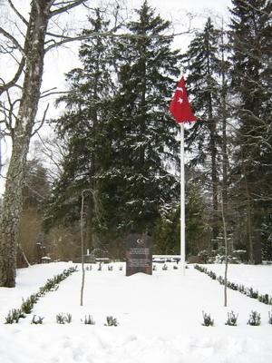 Tõrma kalmistu, reg. nr 5781. Vaade kalmistul asuvale türklaste mälestuskivile. Foto: M.Abel, kuupäev 20.03.2009