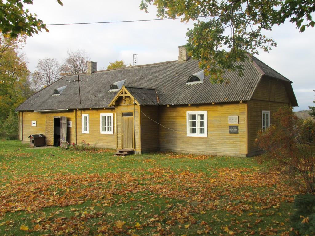 Kohvimäe talu elamu,19.saj. Vaade kagust. Foto: Kalle Merilai 11.10.2016.a.