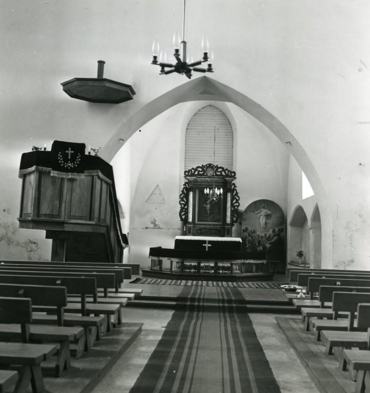 Sisevaade (altarimaal koos seinaga paikneb Ilumäe kabelis, altarist paremal maal paikneb Pühajõe kirikus). Foto: Avo Sillasoo 21.11.1980