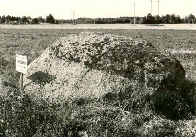 Kultusekivi - idast  Autor E. Väljal  Kuupäev  03.09.1984