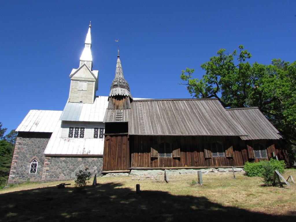 Ruhnu uus ja vana kirik, vaade lõunast. Foto: K. Saks, 14.06.2016