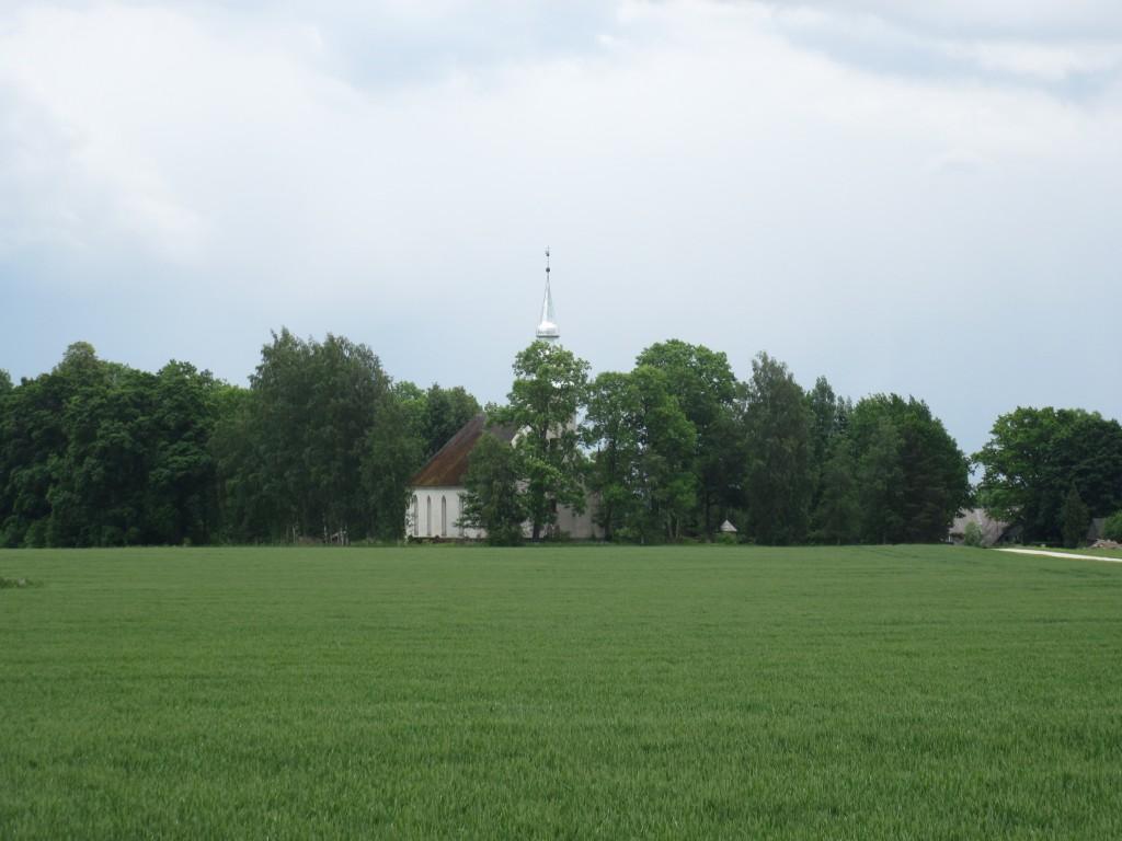 Torma kirik  2014 aasta lõpus restaureeritud tornikiivriga.  Aeg: 17.06.2016 Foto: Sille Raidvere