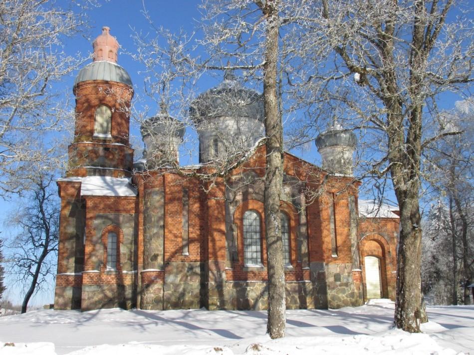 Vaade kiriku lõunaküljele. Foto Kersti Siim, 7.02.2017.