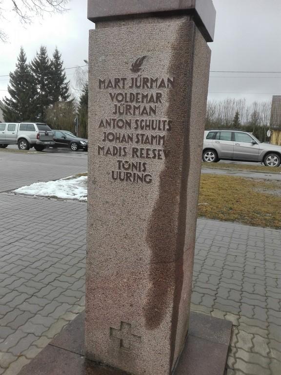 1905. a. revolutsiooni monument Koerus, vaade kagust monumendi tagaküljele. Foto: K. Klandorf 11.03.2017.