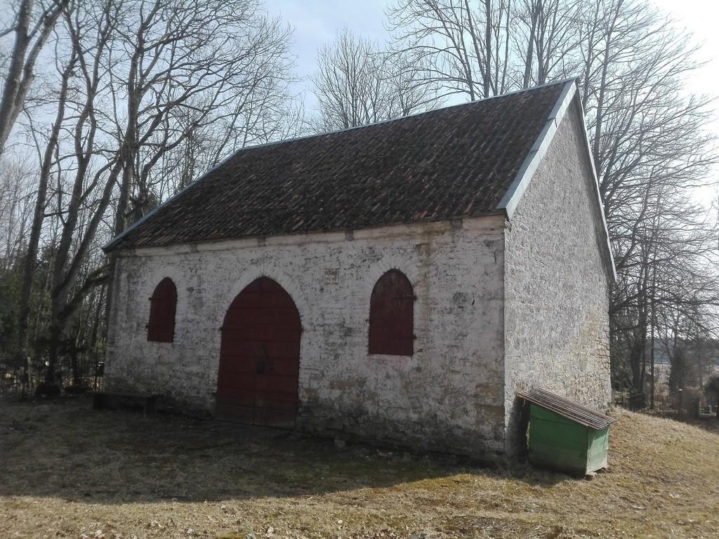 Järva-Peetri kirikuaia kabel, vaade loodest. Foto: K. Klandorf 10.04.2017.
