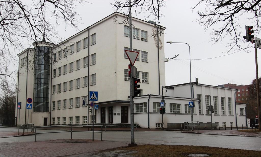 Koolihoone F.R.Kreutzwaldi t. 25. Vaade pargist. 17.02.2017. Foto: Timo Aava