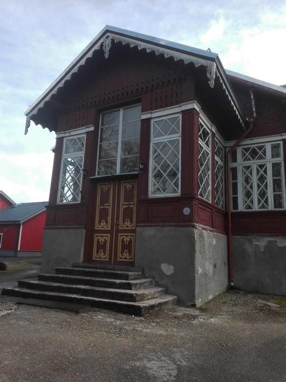 Särevere mõisa peahoone, veranda vaade. Foto: K. Klandorf 11.04.2017.