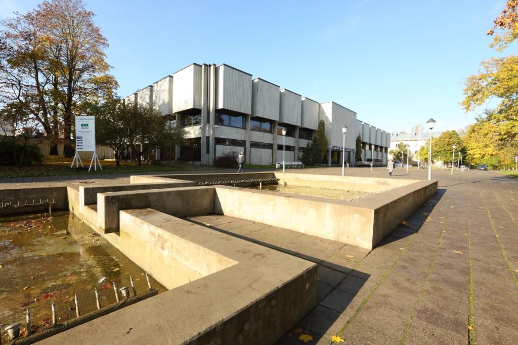 Vaade raamatukogu kagunurgale ja jahutusbasseinidele. Foto: Egle Tamm 2012 a