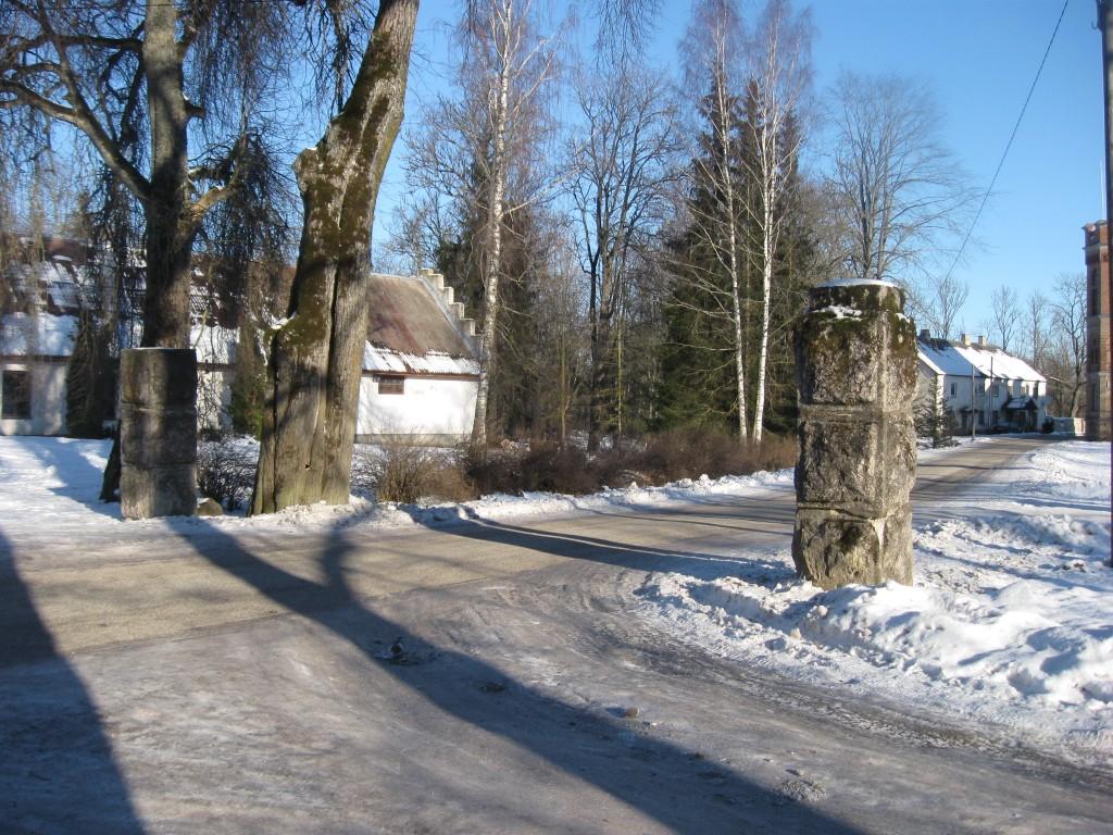 Väravapostid  Autor Sille Raidvere  Kuupäev  03.02.2009