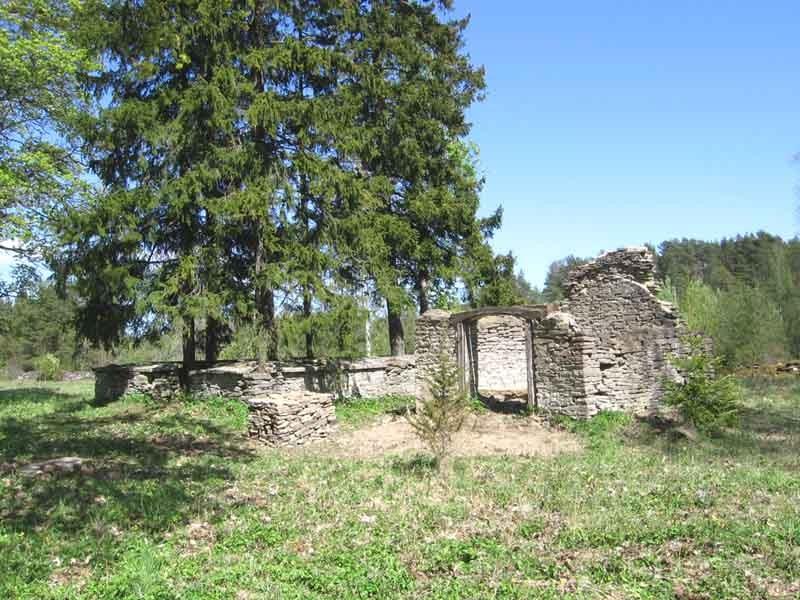 Kalmistu peale talguid. Foto: Mihkel Koppel. Kuupäev  16.05.2009