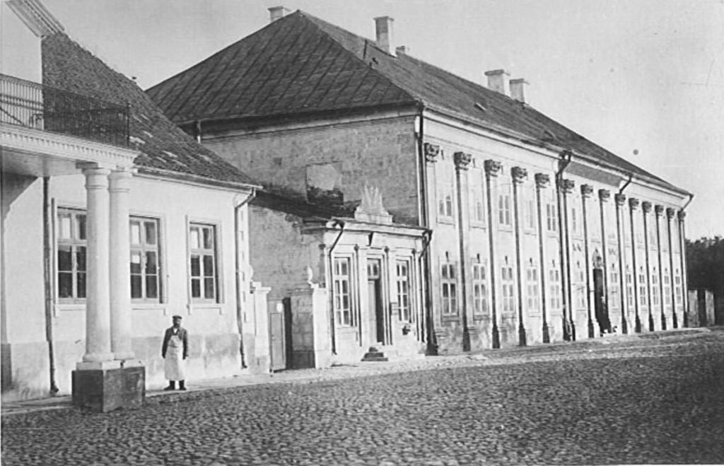 Vaade Tallinna tn 19 hoonele edelast. Foto: Kuressaare Linnavalitsuse arhiiv, 1908