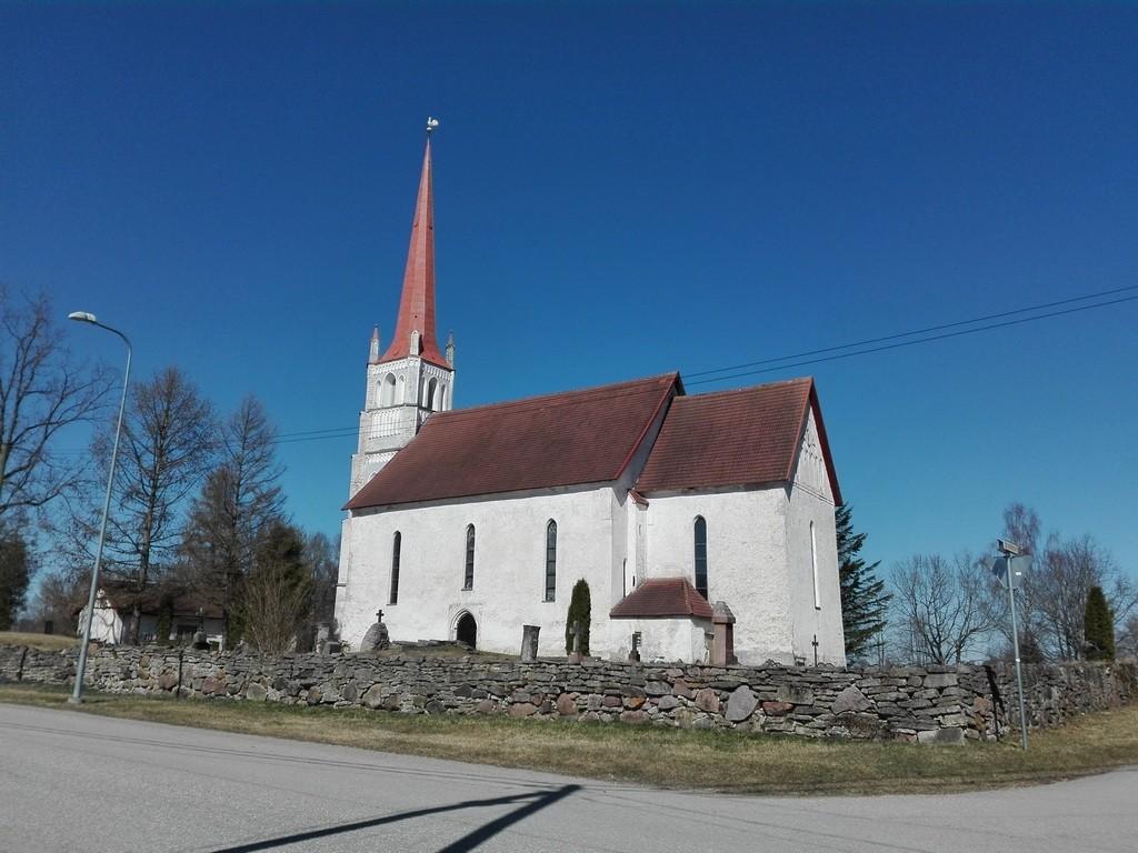 Türi kirik ja kirikuaia piirdemüür. Foto: K. Klandorf 12.04.2016.