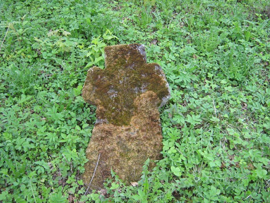 Kalmistul asuv kivirist. Foto: Anne Kivi, 18.05.2009.