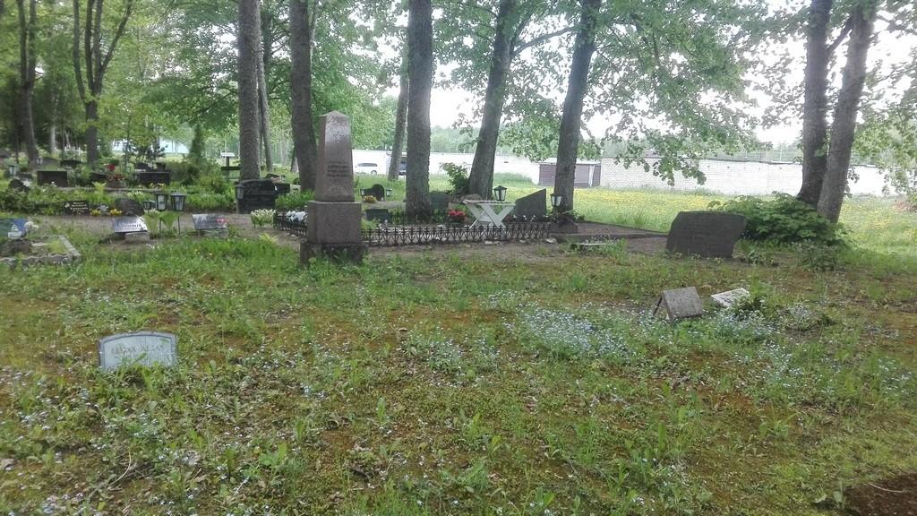 Ühishaud Paides Reopalu kalmistul. Foto: K. Klandorf 09.06.2017.