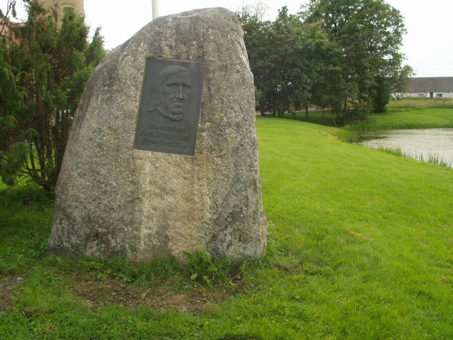 K..E. v. Baeri mälestuskivi pargis    Autor S.Virro    Kuupäev  18.08.2004