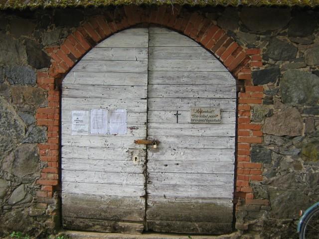 Kabeli uks on halvas seisus.  Autor Viktor Lõhmus  Kuupäev  21.05.2009