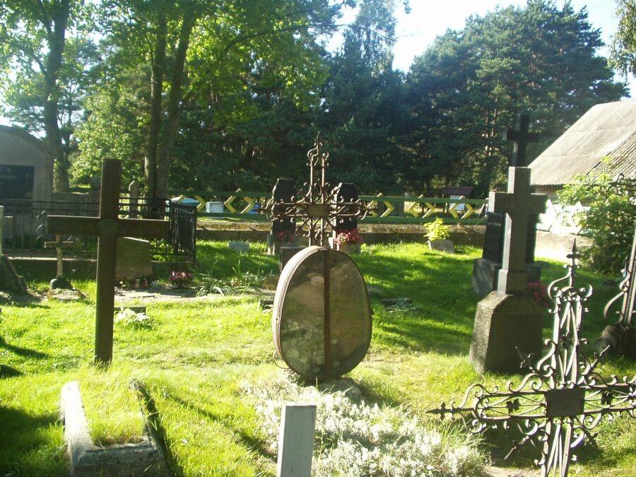 Käsmu kalmistu, reg. nr 5812. Foto: S.Virro, kuupäev 25.08.2004
