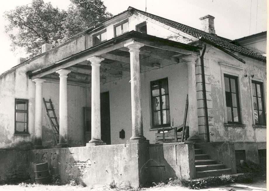 vana foto peahoonest (MKA arhiiv)    Kuupäev  01.10.1973