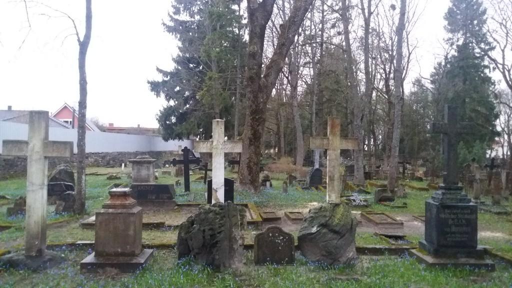 Perekond Hunniuse hauaplats juunis 2016.