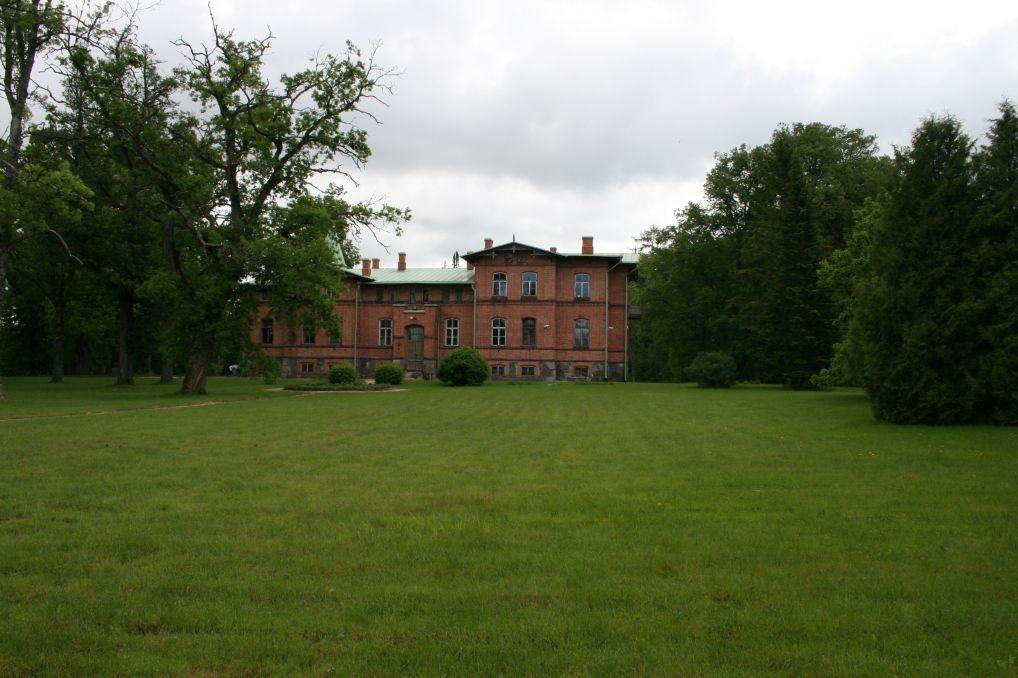 Kolu mõisa park - peahoone ees  9.juuni 2009 Kadi Särgava