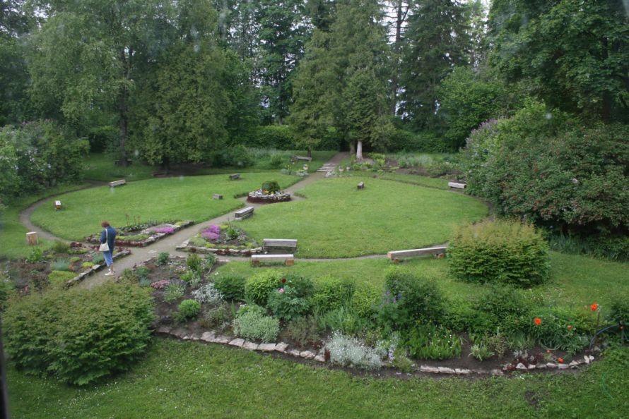 Kirna mõisa park - peahoone taga  9.juuni 2009 Kadi Särgava