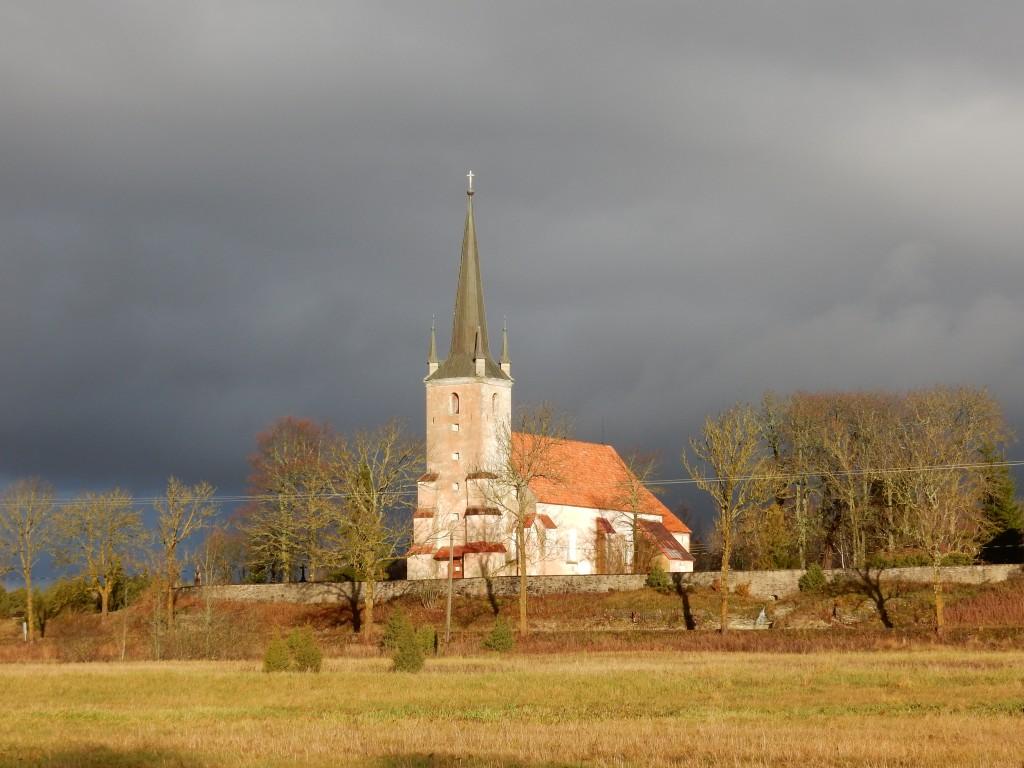 Vaade kirikule maanteelt. Foto Silja Konsa 14.11.2017.