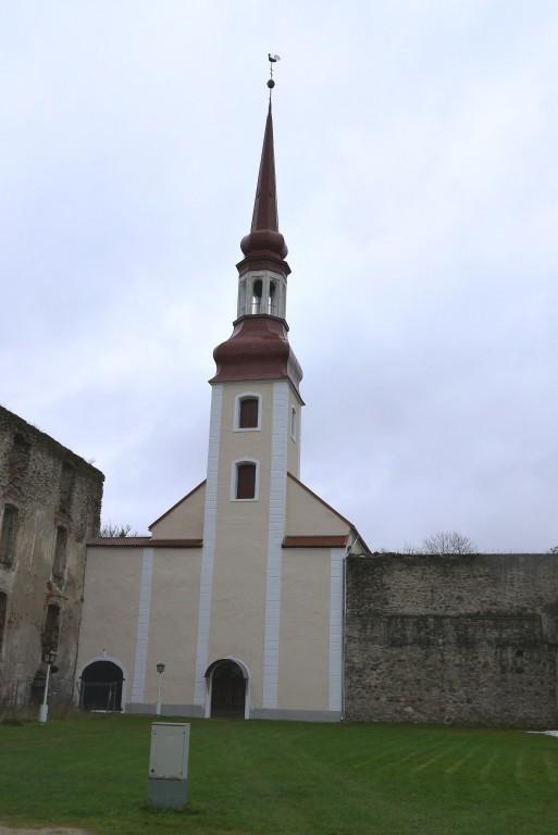 Põltsamaa kirik pärast tornikiivri puhastamist ja värvimist Aeg: 30.10.2017 Foto: Sille Raidvere