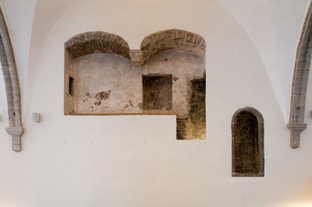 Suurgildi hoone suure saali kirdeseinas keskaegse raidportaaliga muusikute rõdu. Foto: vahur lõhmus, 2011.