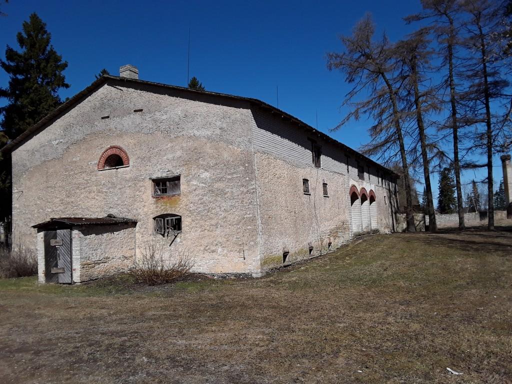 Arkna mõisa ait-kuivati. Foto: Raili Uustalu 13.04.2018. Vaade hoonele lõunast.