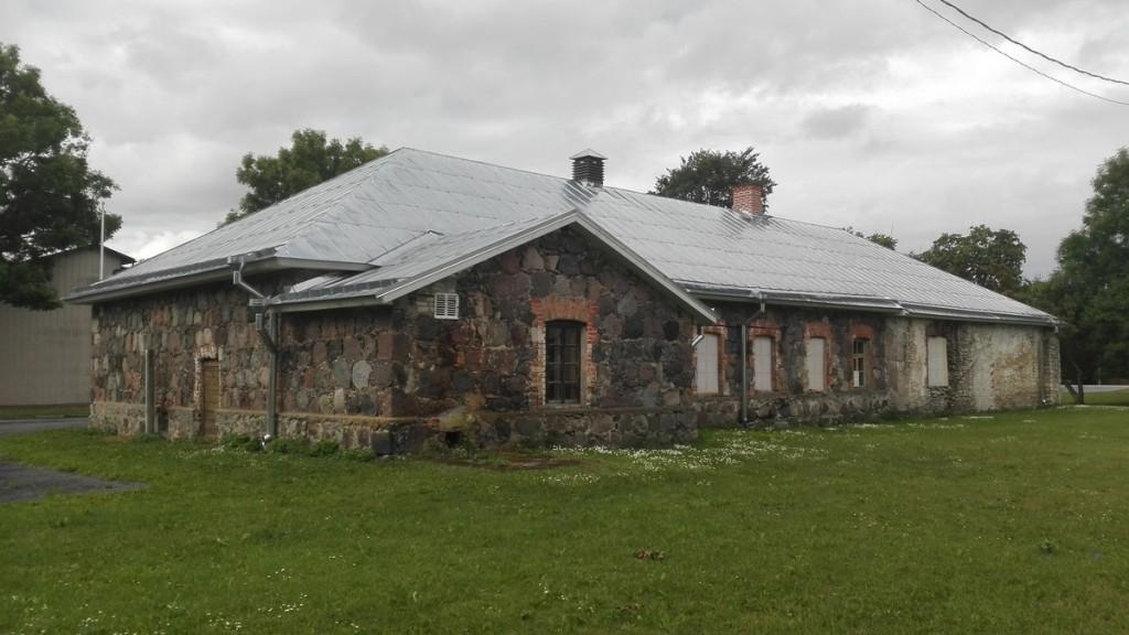 Roosna-Alliku mõisa meierei, vaade kirdest. Foto: K. Klandorf 03.07.2018.