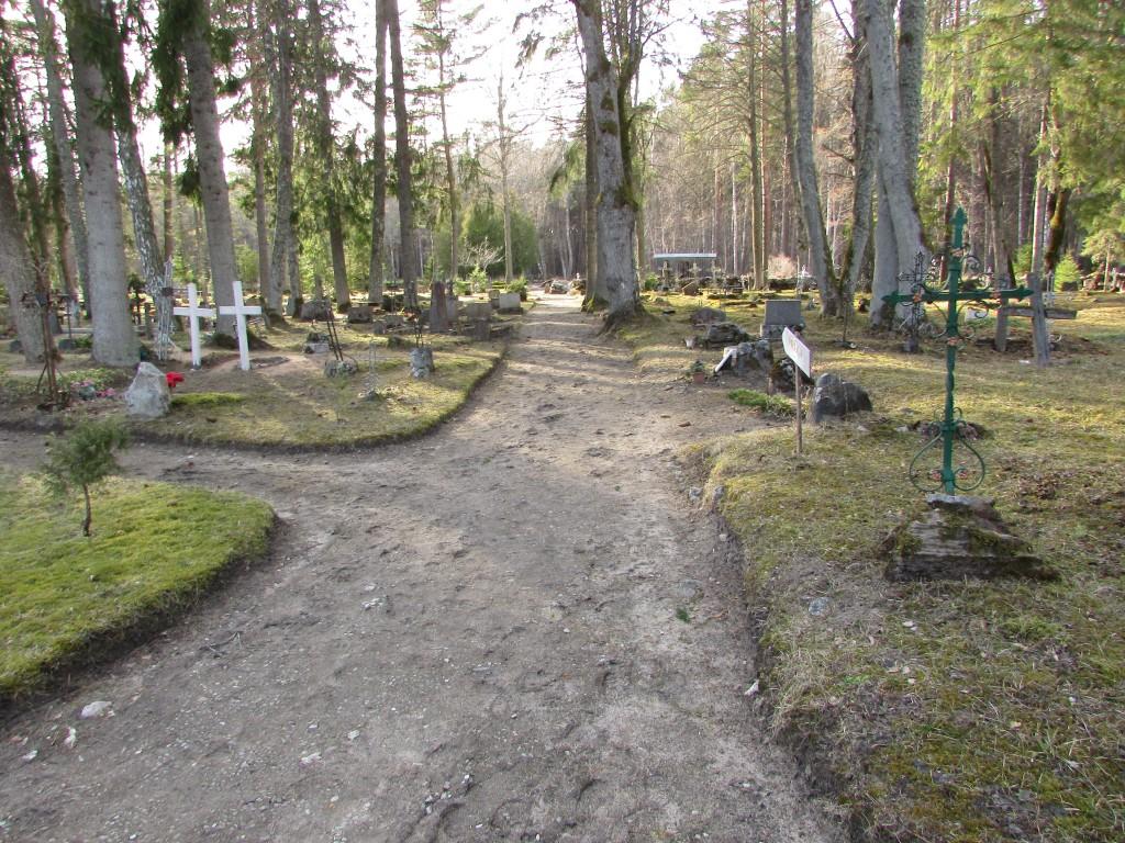 Hellamaa kalmistu peatelg. Foto: Keidi Saks, 12.04.2018