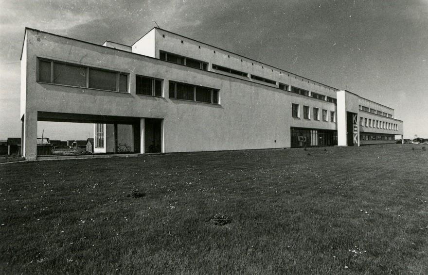 Saare KEK-i haldushoone Kuressaares, vaade küljelt. Arhitekt Marika Lõoke. Eesti Arhitektuurimuuseum EAM Fk 5745