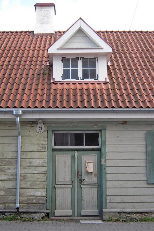 Korrastatud katus, korsten ja vintskapp. Foto 30.08.2012