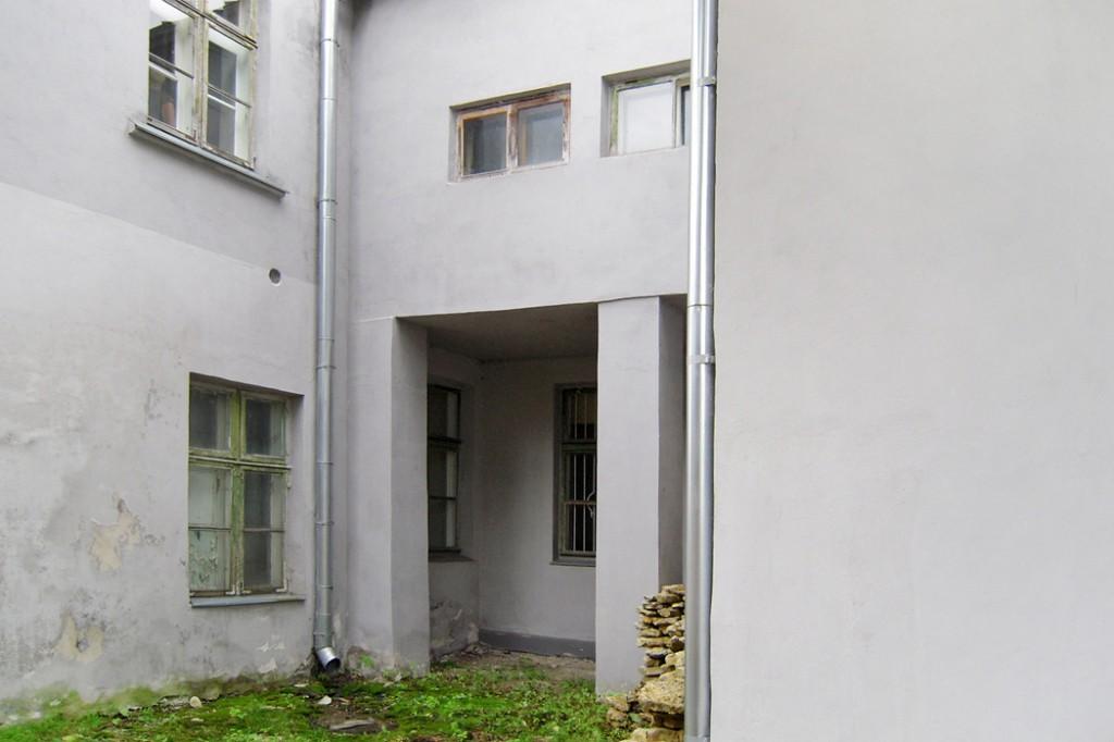 Hoone tagakülg. Foto 30.08.2012