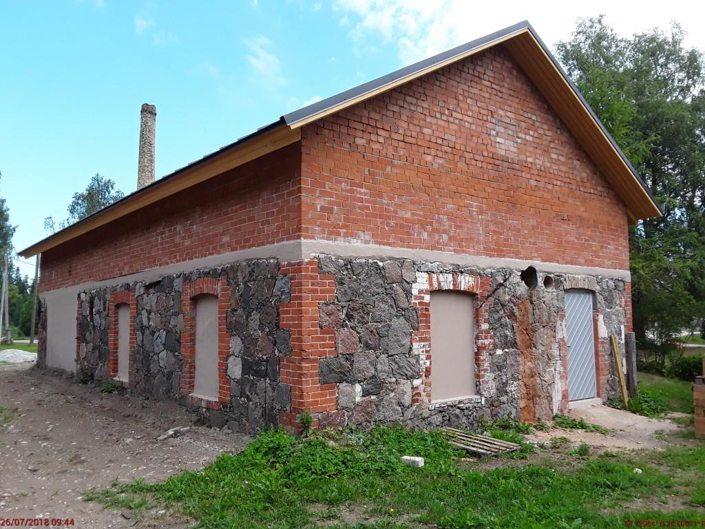 Jäneda mõisa sepikoda. Foto: Raili Uustalu 26.07.2018. Vaade hoonele lõunast.