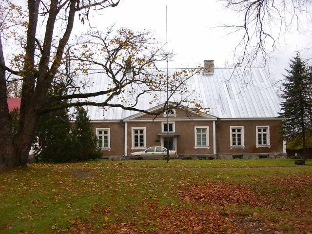Peahoone esifassaad    Autor Tarvi Sits    Kuupäev  11.09.2004