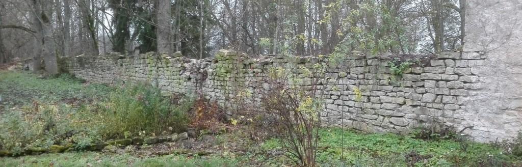 Koigi mõisa pargi piirdemüürid, vaade siseküljele. Foto: K. Klandorf 08.11.2018.