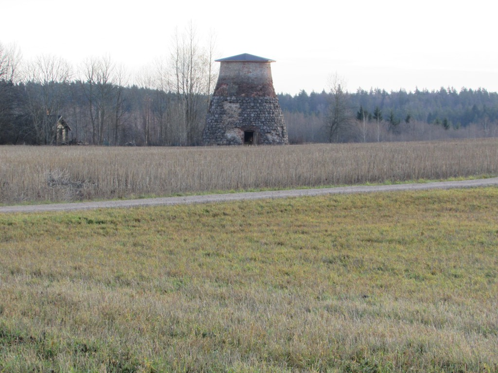 2018-11-05 vaade Jõgeva-Palamuse-Saare teelt Saare mõisa tuuleveskile