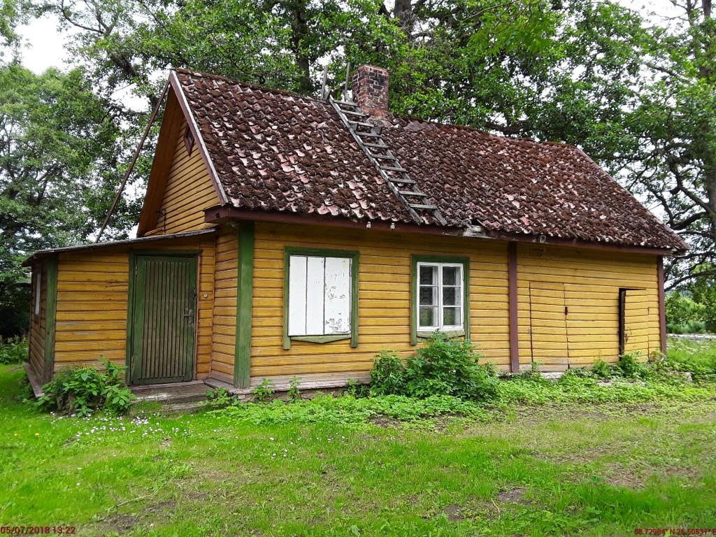 Vaeküla mõisa lindla. Foto: Raili Uustalu 05.07.2018. Vaade hoonele läänest.