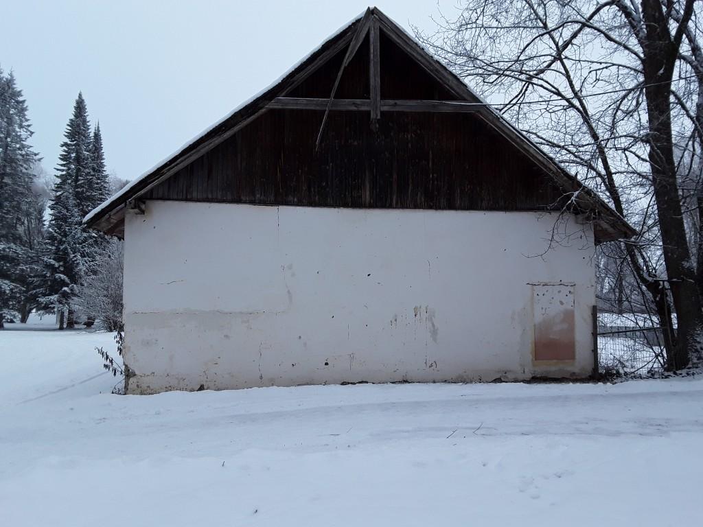 Jäneda mõisa puutöökoda. Foto: Raili Uustalu 20.12.2018. Vaade hoone otsaküljele edelast.