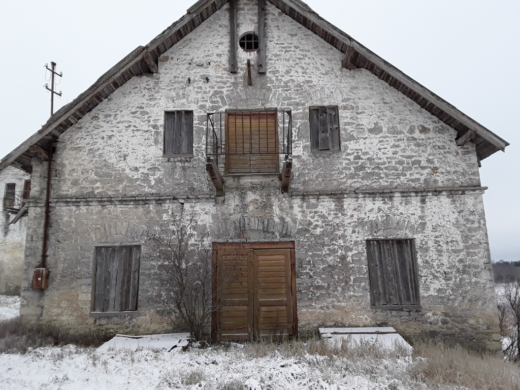Vao mõisa kuivati. Foto: Raili Uustalu 29.11.2018. Vaade hoone otsaküljele kirdest.