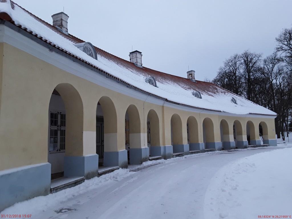 Kiltsi mõisa valitsejamaja. Foto: Raili Uustalu 31.12.2018. Siseõue vaade hoonele edelast.