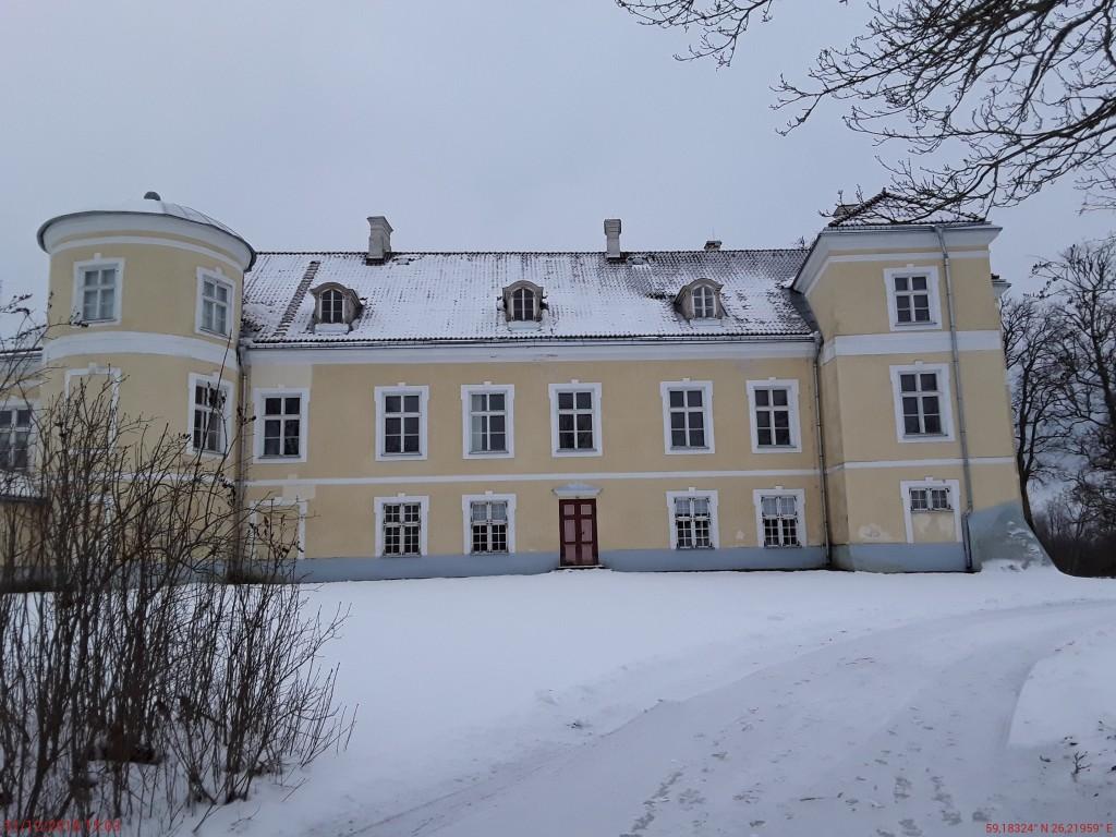 Kiltsi mõisa peahoone. Foto: Raili Uustalu 31.12.2018. Vaade hoone küljele põhjast.