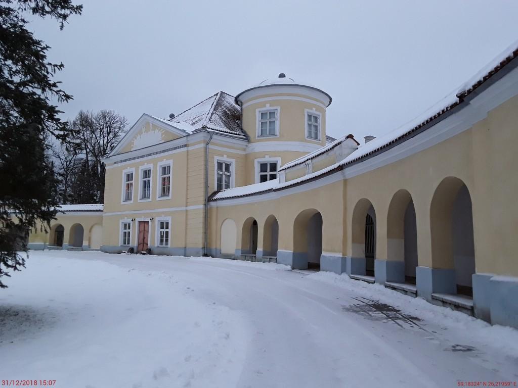 Kiltsi mõisa peahoone. Foto: Raili Uustalu 31.12.2018. Vaade hoone esiküljele kirdest.
