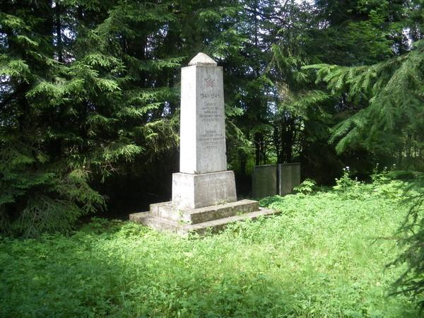 II maailmasõjas hukkunute ühishaud 14.07.2009 Inga Raudvassar