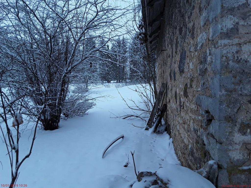 Simuna kirikuaia kabel. Foto: Raili Uustalu 10.01.2019. Vaade hoone tagaküljele läänest.