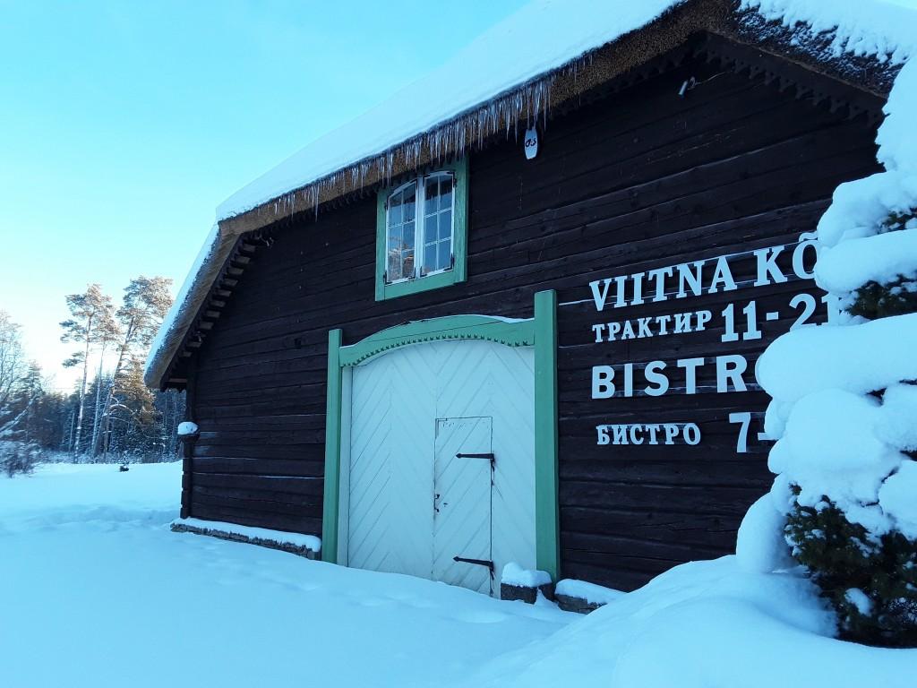 Viitna kõrtsihoone. Foto: Raili Uustalu 24.01.2019. Vaade hoone otsaküljele edelast.